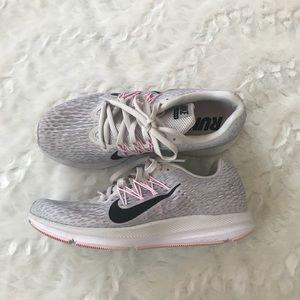 Nike Zoom Grey Sneakers w/ Pink Trim EUC! Size 8